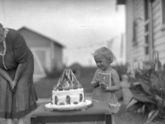Child_with_Snow_White_cake_1910-1940